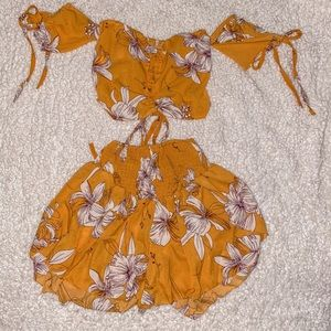 Two piece set - bee yellow